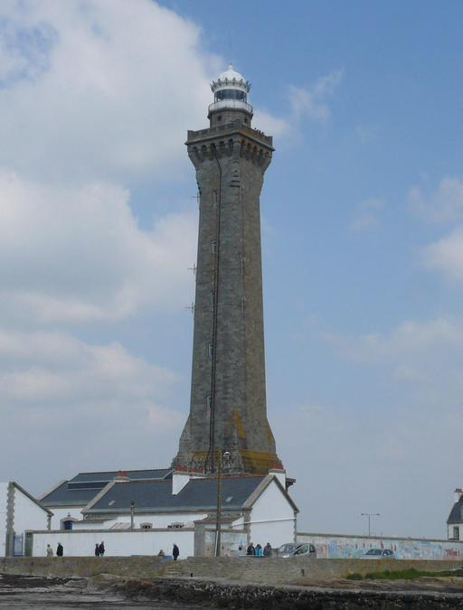 Façade ouest du phare d'Eckmühl dans le Finistère