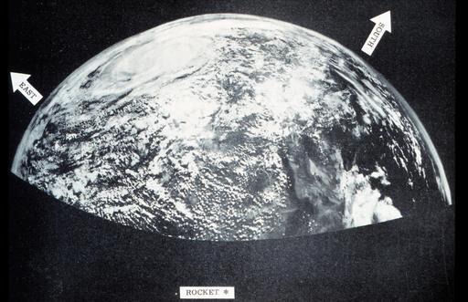 Photographie historique de la Terre en 1954