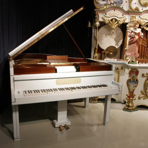 Piano du musée des automates de Baud