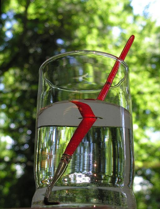 Pinceau dans un verre d'eau