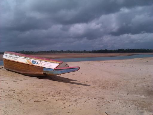 Pirogue sénégalaise sur la plage
