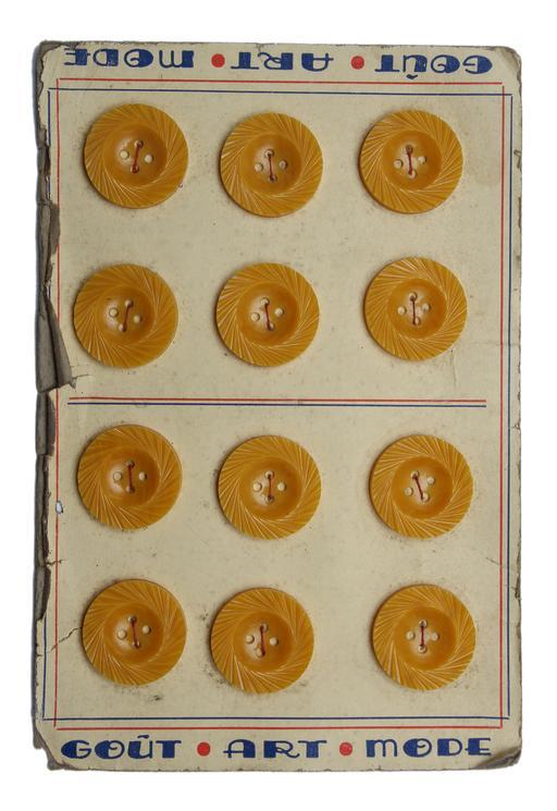 Planche de douze boutons jaunes anciens