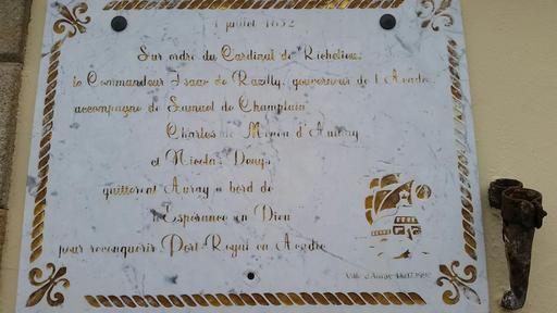 Plaque commémorative à Port-Goustan
