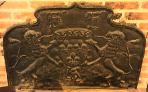 Plaque de cheminée au blason royal