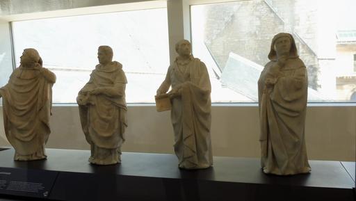 Pleurants néogothiques au musée des beaux-arts de Dijon