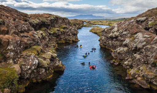 Plongée sous-marine dans le canyon de Silfra en Islande