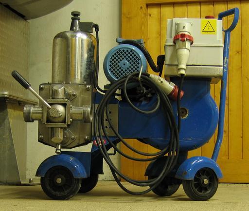 Pompe à vin à piston