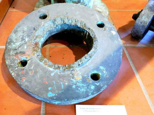 Pompe en provenance des recherches archéologiques à Vanikoro