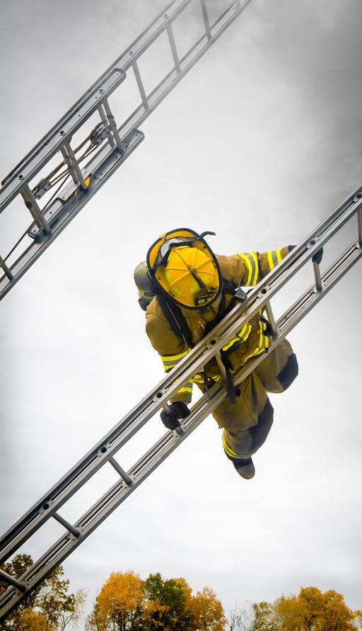Pompier et échelle de secours