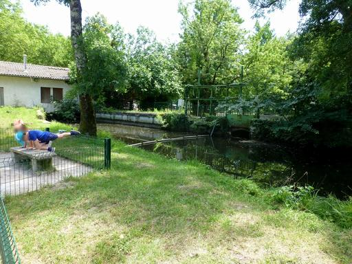 Pont-écluse au parc du Moulineau