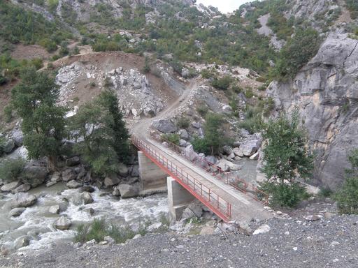 Pont sur la rivière Devoll en Albanie