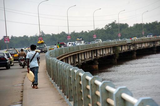 Pont sur le Wouri à Douala