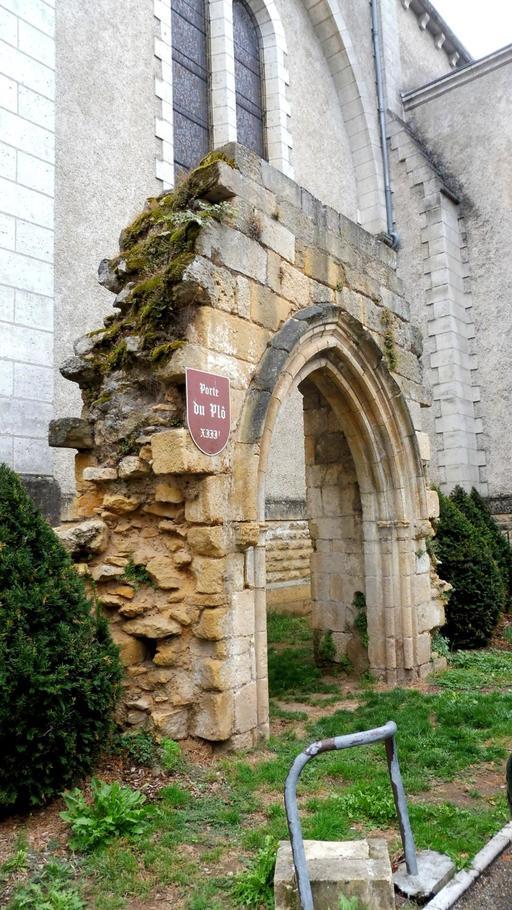 Porche roman à Montignac-24