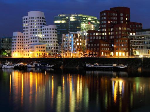 Port de Düsseldorf de nuit