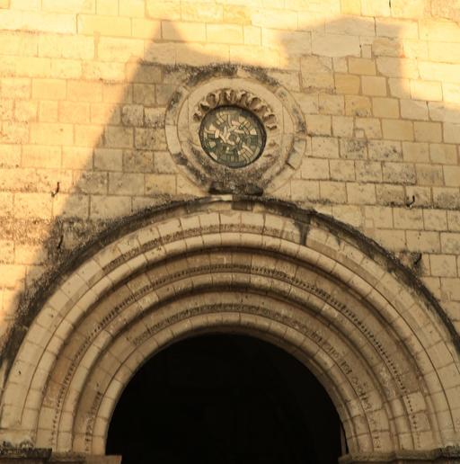 Portail de la façade romane de la Collégiale Saint-Ours à Loches