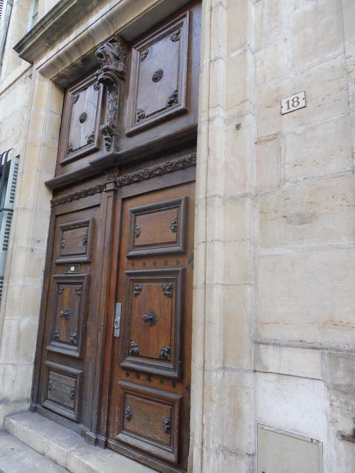 Porte en bois à Dijon