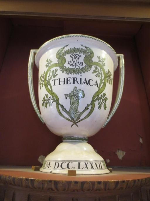 Pot à thériaque de 1782