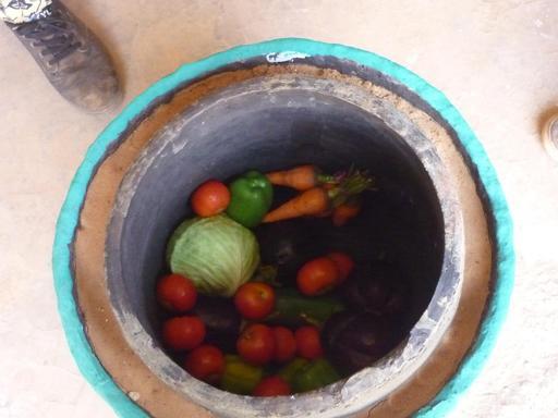 Pot en terre cuite pour la conservation de légumes