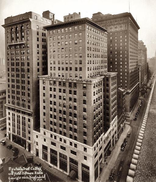 Premiers gratte-ciels à New York en 1921