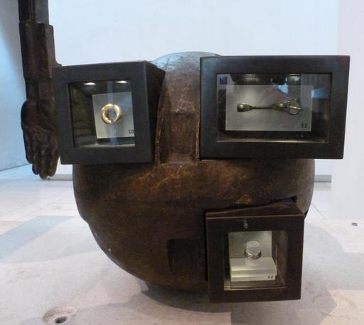 Présentation des objets archéologiques au Musée d'Édimbourg.