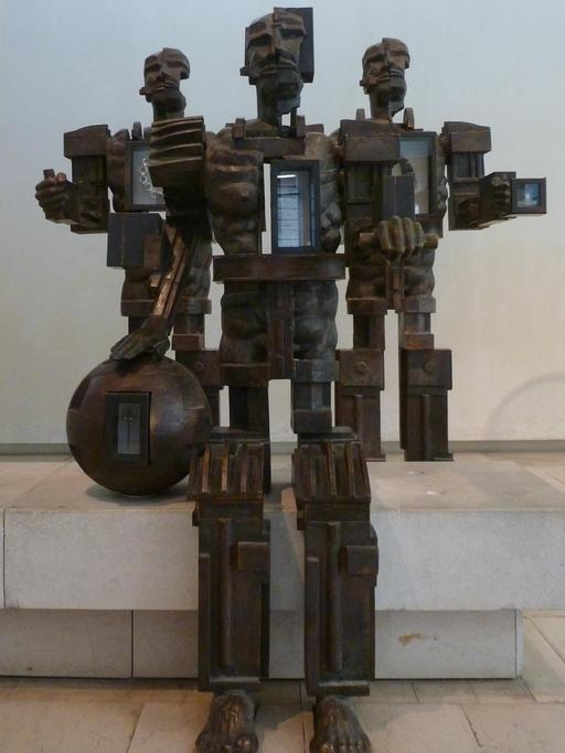Présentation des objets archéologiques au Musée d'Édimbourg