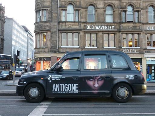 Publicité dans les rues d'Édimbourg