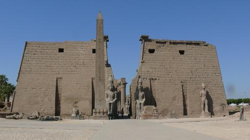 Pylônes et obélisque au temple de Louxor.