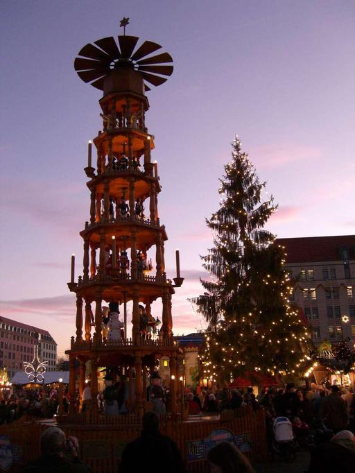 Pyramide de Noël au marché de Dresde