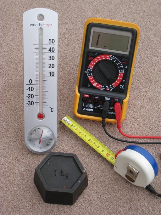 Quatre instruments de mesure métriques
