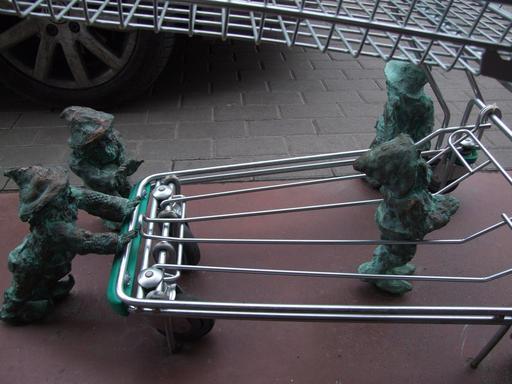 Quatre nains faisant leurs courses