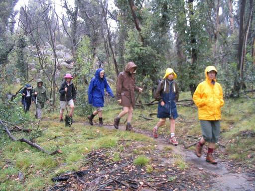 Randonnée pédestre sous la pluis