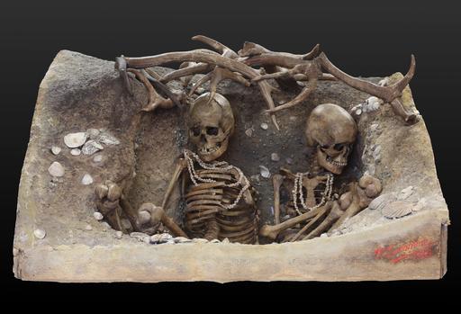 Reconstitution de tombe double préhistorique