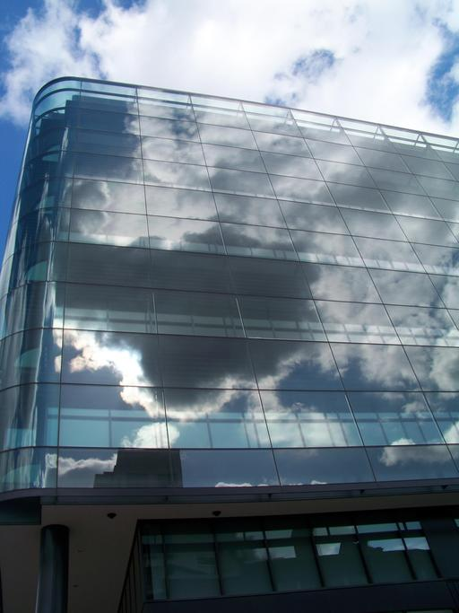 Reflets de nuages à Londres