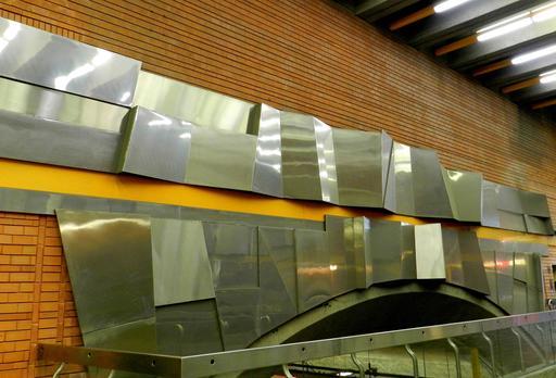 Relief négatif positif dans le métro de Montréal