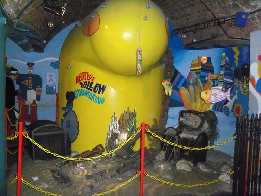 Réplique du sous-marin jaune des Beatles