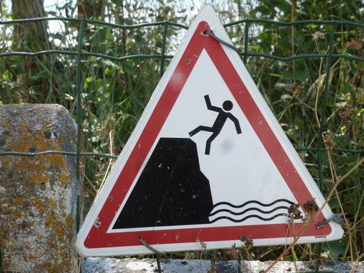 Risque de chute sur falaise