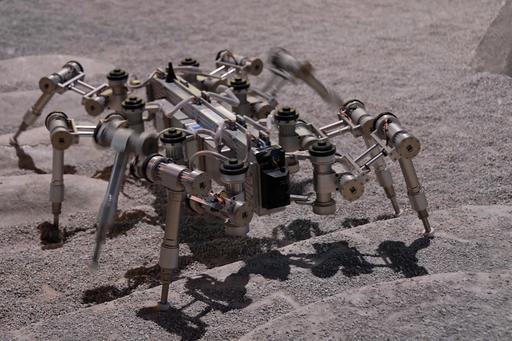 Robot lunaire à huit pattes