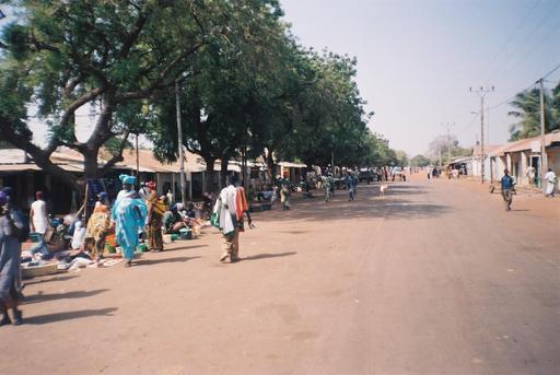 Rue principale de Farafenni