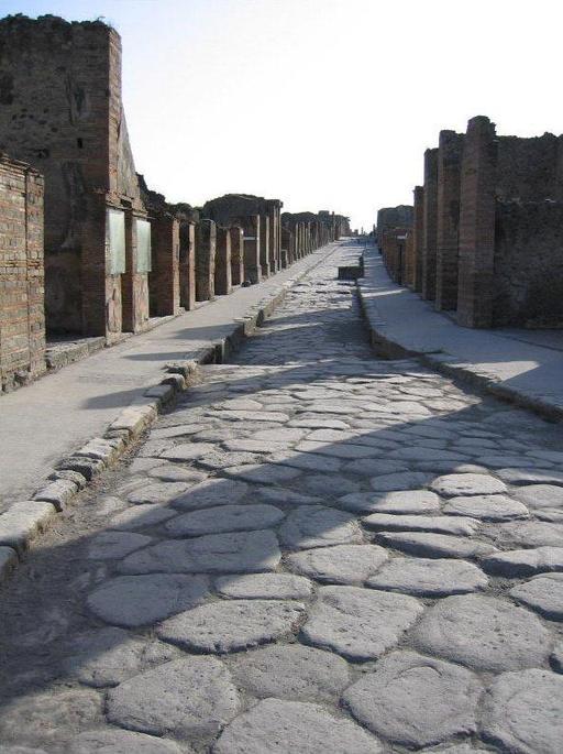 Rue romaine pavée à Pompéi