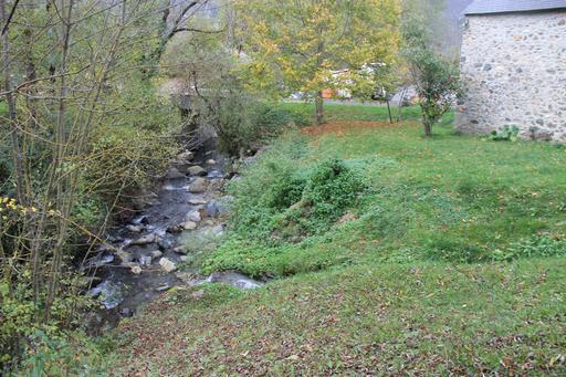Ruisseau et moulin de La Mousquère dans la vallée d'Aure