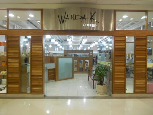 Salon de coiffure dans une galerie marchande au Brésil