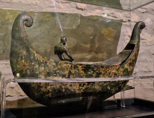 Sculpture de barque au musée de Dijon