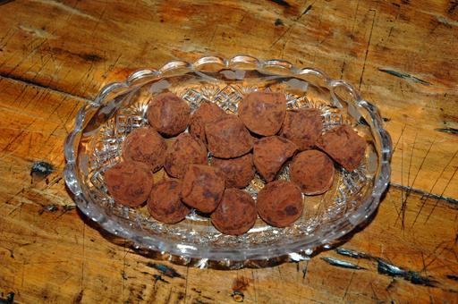 Seize truffes en chocolat
