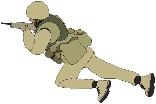 Soldat armé rampant au sol