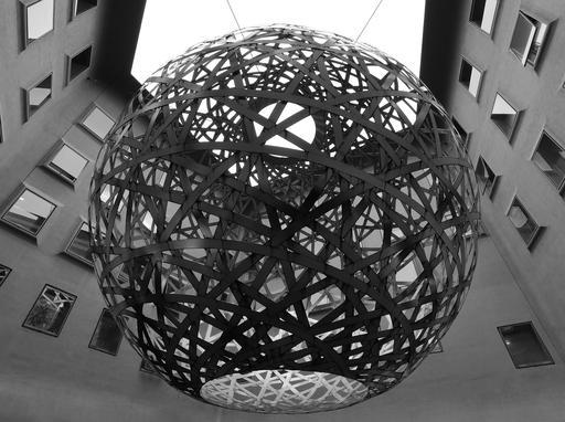 Sphère suspendue à Munich