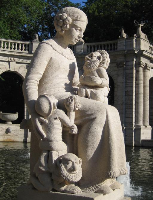Statue de Blanche-Neige et trois nains