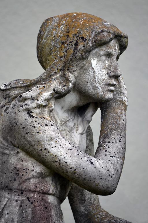 Statue de Jeanne écoutant ses voix
