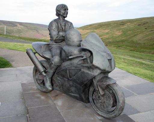 Statue de motard