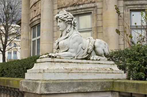 Statue de sphinge