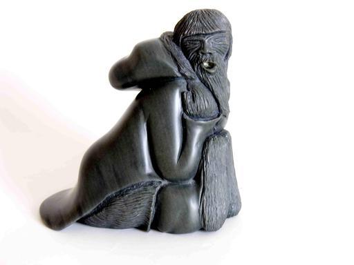 Statue de vieillard inuit